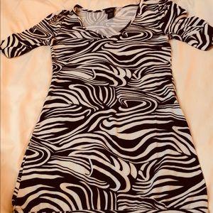 Women's black & white dress NWOT SIZE medium